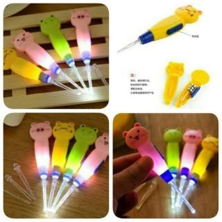 korek kuping LED karakter-Korek Kuping Lucu Anak Pembersih Telinga Bayi Earpick Flashlight thumbnail