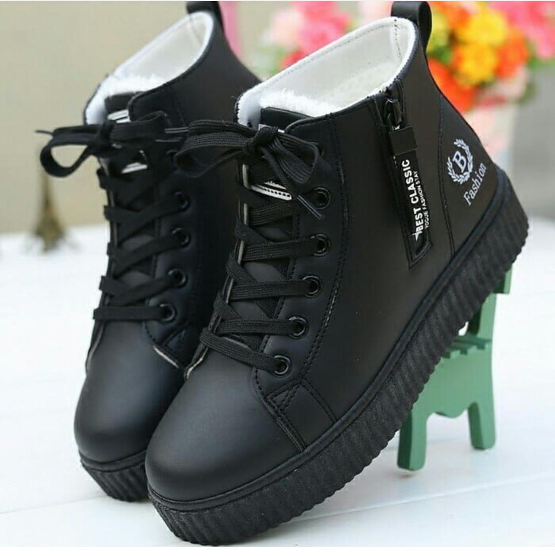 Sepatu Sneakers Boots Fashion B Terbaru Variasi Sleting Warna hitam NB032