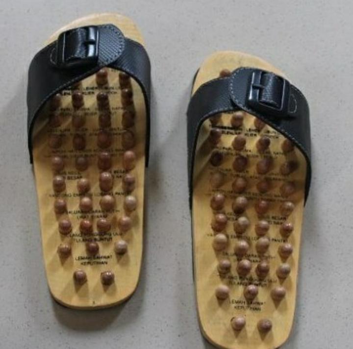 Sandal kayu terapi sendal Slop Ekonomis Menyehatkan