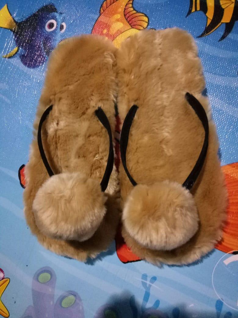 Sandal Jepit Bulu PomPom