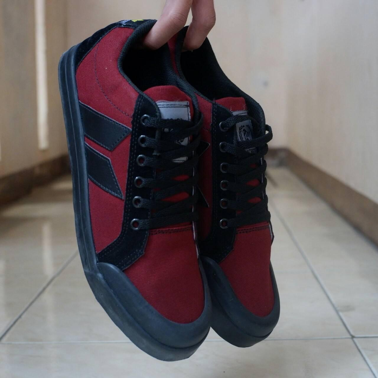 SALE...Sepatu Model MacBeth SneaKers Bonus Kaos Kaki