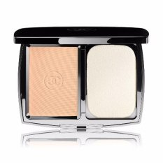 Chanel Perfection Lumiere Extreme Long-Wear And Pore Minimizing Powder Foundation SPF 25 (20 Beige)