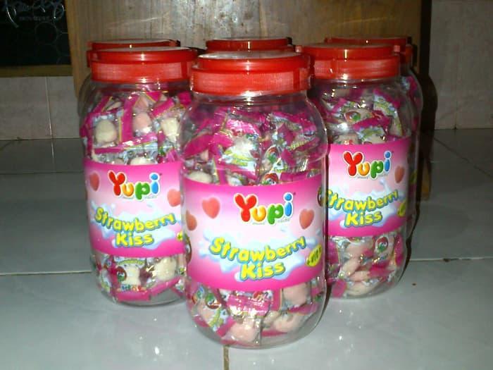 Yupi strawberry kiss isi 125  RZ GALERY permen buat natal