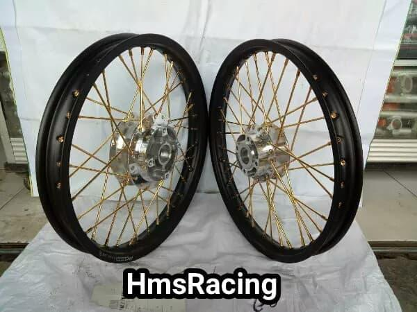 Sepaket Velg Rossi Ring 17 Motor Matic Vario 150-Vario 125 1Set+ Rakit