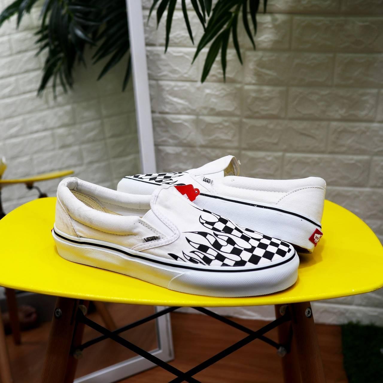 Sepatu Slip On Classic Vans222 Motif Flame / Casual Sneakers Slop Api Off_The_Wall