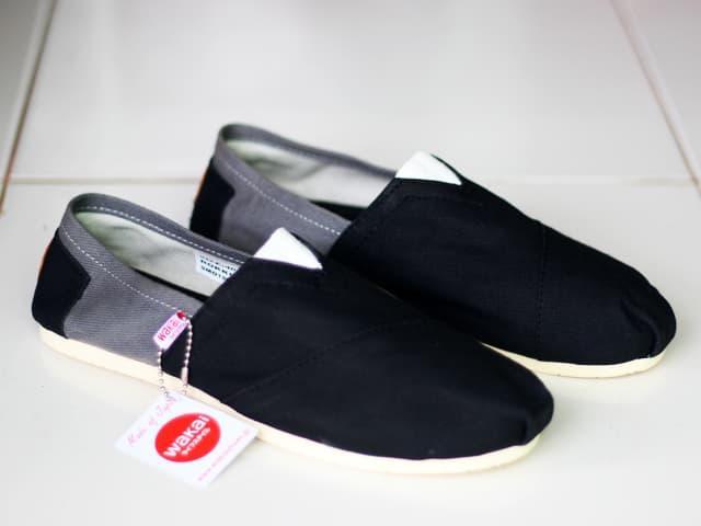Sepatu unisex sepatu pria sepatu wanita sepatu slip on pria abu hitam- abu  hitam ad766ce914