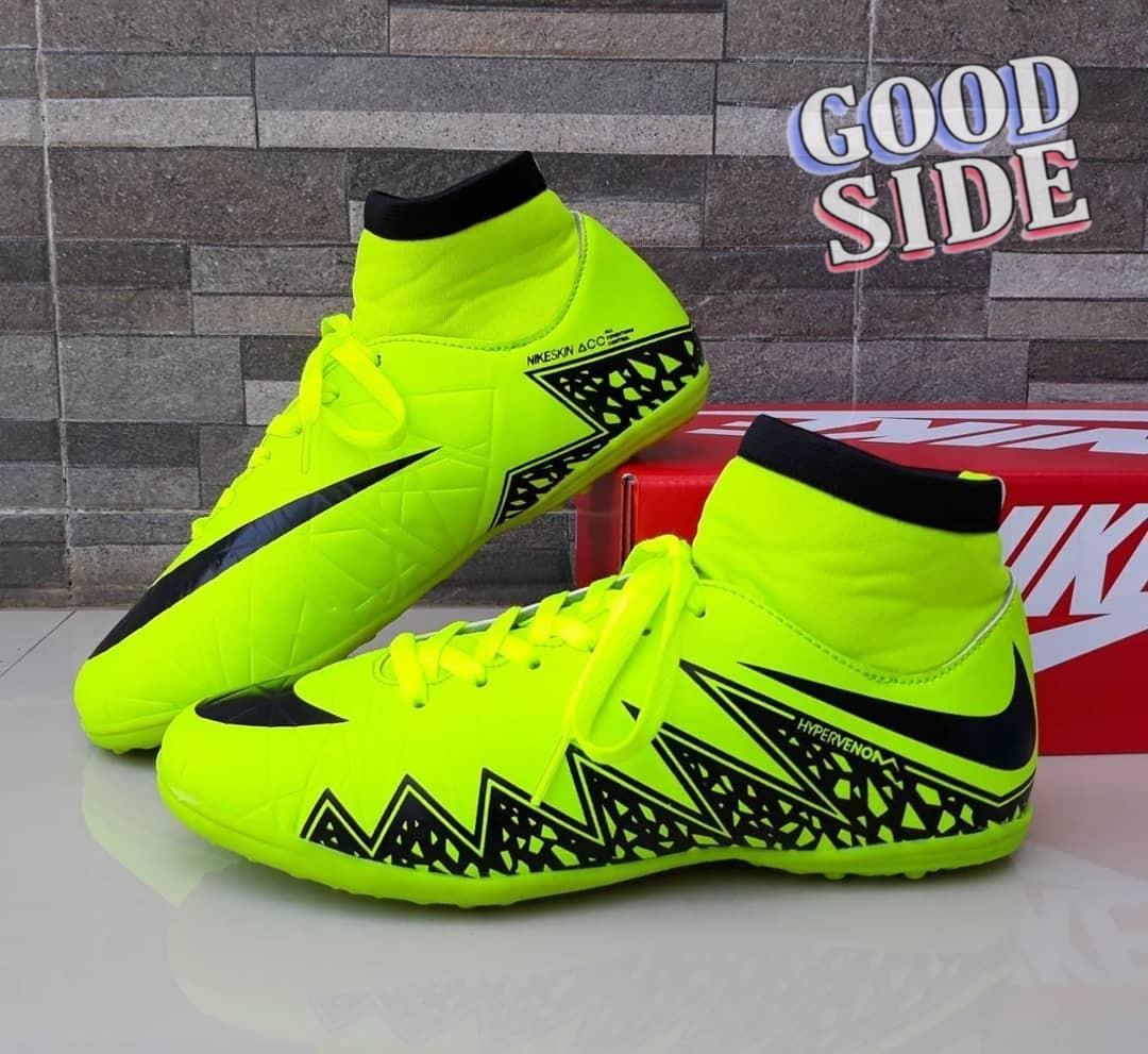 Sepatu futsal hypervenom