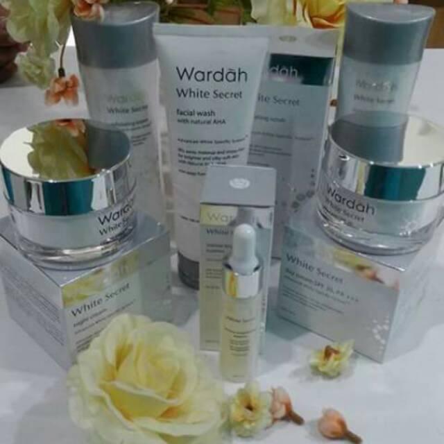 Paket Wardah White Secret (1.Day cream (30gr) 2. Night Cream (30gr) 3. intense brightening essence (17ml) 4. pure Brightening cleanser (150 ml)5. facial wash with AHA (100ml)6. Exfoliating lotion (150 ml))