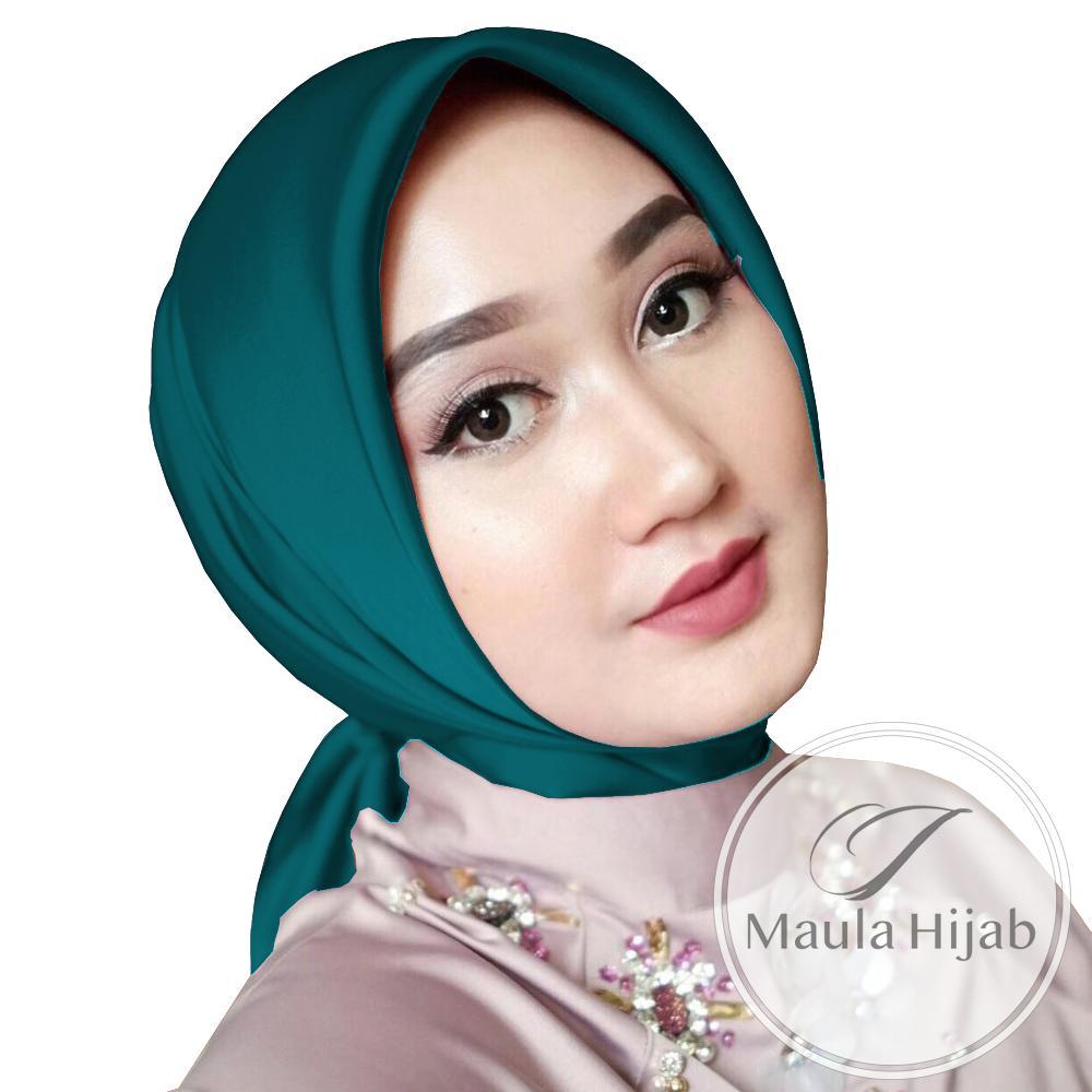 Maula Hijab Jilbab Segi Empat Polos Satin Velvet Kerudung Segiempat Maxmara