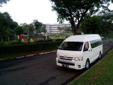 Ipoint Charter Paket Sewa Mobil Jakarta Traveling ke Luar Kota 14 Seat Max