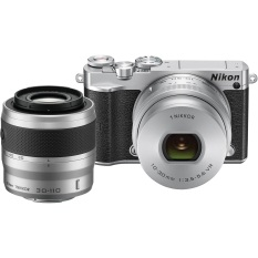 Nikon Mirrorless 1 J5 Kit 10-30mm F/3.5-5.6 PD + 30-110mm F/3.8-5.6 - Silver + Tas + Filter Lensa + Memory Micro Sandisk 8GB + LCD Screen Guard