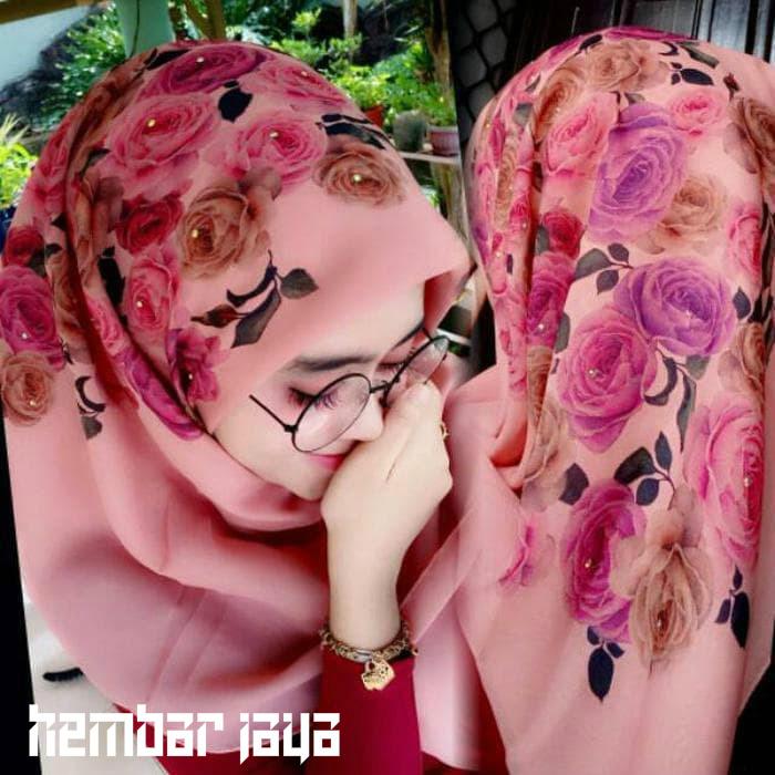 Spesifikasi dari New Hijab Premium Segi Empat Bella Square Printing Scarf UK 115 x 115 Motif Bunga / Hijab Segiempat / Hijab Printing / Kerudung Print ...
