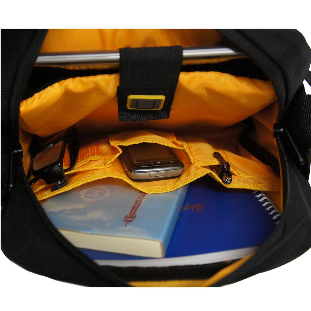 """Tas selempang dari bahan nilon tidak tembus air (waterproof) memiliki sekat/busa pelindung untuk Tablet/ipad (Max.10""""). Sekat Tablet/iPad dapat melindungi ..."""